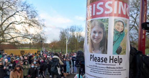 650 dodatkowych policjantów patrolować będzie ulice Londynu - to zapowiedź Scotland Yardu po wczorajszym wyroku bezwzględnego dożywocia dla byłego policjanta, który porwał i zamordował 33-letnią Sarah Everard.