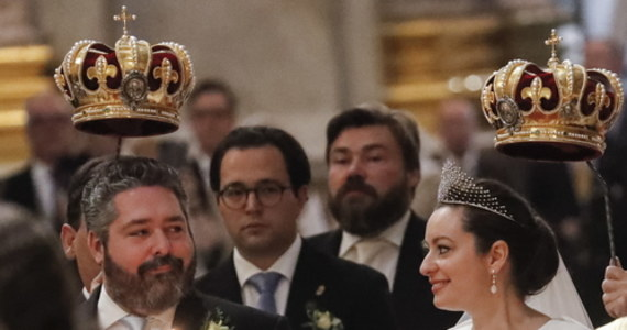 W stolicy carskiej Rosji Sankt Petersburgu odbył się ślub potomka rodziny królewskiej. W soborze św. Izaaka odbyła się ceremonia zaślubin wielkiego księcia Jerzego Romanowa z włoską narzeczoną Wiktorią Bettarini.