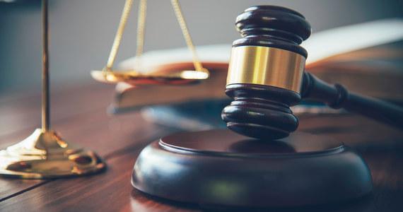 W piątek w Sądzie Okręgowym w Radomiu rozpoczął się proces 38-latka oskarżonego o usiłowanie zabójstwa 50-letniej ekspedientki oraz o pobicie jej syna i jego kolegi.