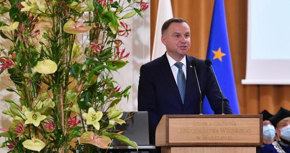 Prezydent Andrzej Duda podpisał rozporządzenie przedłużające o 60 dni stan wyjątkowy w części województw podlaskiego i lubelskiego, przy granicy z Białorusią - poinformowała Kancelaria Prezydenta RP.