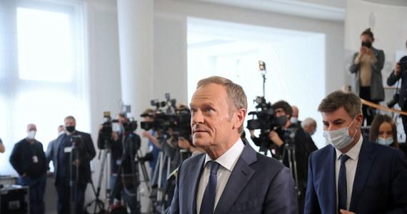 Donald Tusk będzie jedynym kandydatem w zaplanowanych na 23 października wyborach przewodniczącego Platformy Obywatelskiej. Były premier - jako najstarszy z wiceprzewodniczących - pełni obowiązki szefa partii. Prawo udziału w październikowym głosowaniu będą mieli wszyscy członkowie PO.