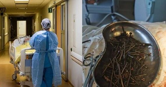 Z brzucha pewnego Litwina chirurdzy usunęli kilogram gwoździ i śrubek. Mężczyzna zaczął połykać metalowe przedmioty po tym, jak rzucił picie alkoholu.