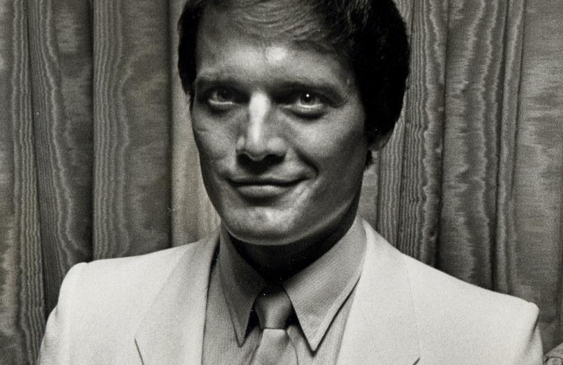 """Nie żyje Michael Tylo, aktor występujący w legendarnym telewizyjnym serialu """"Moda na sukces"""". Zmarł 29 września 2021 roku. Miał 72 lata."""