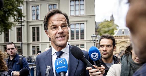 """Aresztowani kilka dni temu za przygotowywanie ataku terrorystycznego młodzi Holendrzy planowali zamordowanie premiera Marka Ruttego i lidera największego ugrupowania opozycyjnego w parlamencie Geerta Wildersa - informuje dziennik """"De Telegraaf""""."""