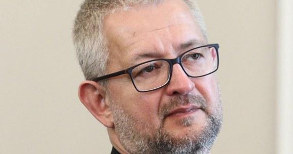 """Publicysta tygodnika """"Do Rzeczy"""" Rafał Ziemkiewicz został zatrzymany przez brytyjską straż graniczną na lotnisku w Londynie. Po kilku godzinach został zwolniony. Ma wrócić do Warszawy."""