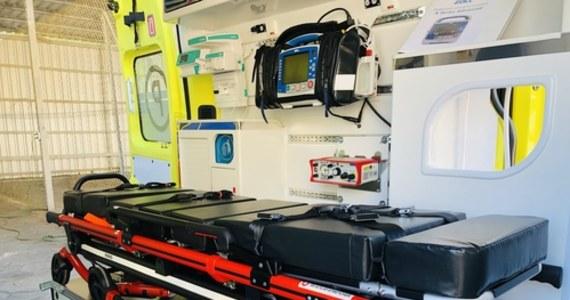 Pięć karetek obsługujących Poznań i powiat poznański zostanie obsadzonych przez strażaków. Obecnie ponad 70 ratowników medycznych poznańskiego pogotowia przebywa na zwolnieniach lekarskich. W sobotę w mieście zamiast 26 pracowało 10 zespołów karetek.