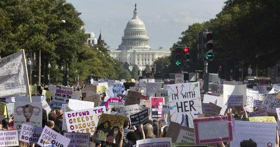 Tysiące osób w Waszyngtonie i wielu innych miastach USA wzięło udział w demonstracjach przeciwko ograniczaniu prawa aborcyjnego. Główny marsz miał miejsce przed Sądem Najwyższym, który wkrótce może zadecydować o zaostrzeniu prawa.