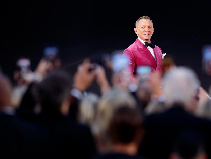Rola agenta 007 dała mu sławę, uwielbienie widzów, spore pieniądze i miejsce w historii kina. Ale dla Daniela Craiga nie są to najbardziej istotne rzeczy, które zawdzięcza tej postaci. Aktor wyznał, że zanim wygrał casting do roli Bonda, był bezrobotny, a nudę zabijał grając w gry wideo. Dziś uważa, że zmarnował na te gry mnóstwo czasu, który mógł spędzić znacznie bardziej pożytecznie.
