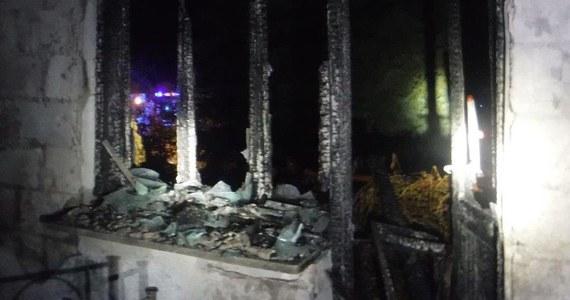 53-letni mężczyzna zginął w pożarze domu jednorodzinnego w Tarnawcu (pow. leżajski) na Podkarpaciu. Pięć innych osób zdołało się uratować jeszcze przed przybyciem straży pożarnej.