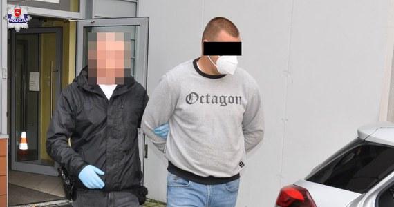 Policjanci z Radzynia Podlaskiego zatrzymali trzech mężczyzn - w wieku 22, 27 i 28 lat - pod zarzutem pobicia mieszkańca gminy Kąkolewnica na Lubelszczyźnie. Dwóch z nich zostało tymczasowo aresztowanych.