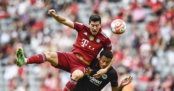 Bayern Monachium sensacyjnie przegrał na własnym boisku z Eintrachtem Frankfurt 1:2 w 7. kolejce niemieckiej ekstraklasy piłkarskiej. To pierwsza porażka obrońców tytułu w tym sezonie. Robert Lewandowski w drugim z rzędu meczu ligowym nie strzelił gola.