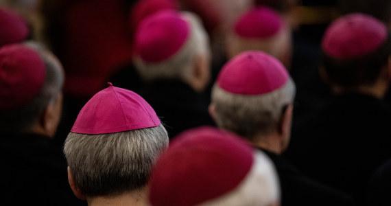 Polscy biskupi rozpoczynają dziś w Watykanie wizytę Ad Limina Apostolorum, czyli do progów apostolskich. To druga taka wizyta za pontyfikatu Franciszka; pierwsza miała miejsce 7 lat temu. Do końca października przybędą ordynariusze i biskupi pomocniczy ze wszystkich ponad 40 diecezji.