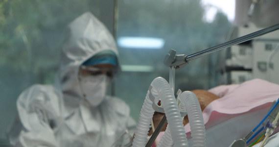 684 osoby w Polsce zaraziły się koronawirusem w ciągu ostatniej doby – wynika z danych Ministerstwa Zdrowia. To kolejny, duży wzrost - o 62 proc. - w porównaniu z ubiegłym tygodniem. W szpitalach przebywa 1840 chorych na Covid-19.