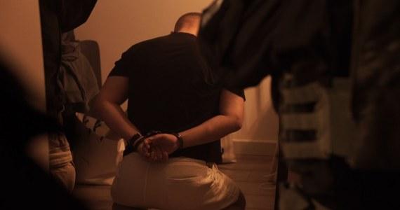 Pięciu mężczyzn podejrzanych o kradzieże z włamaniem do salonów jubilerskich w Polsce, w tym na Pomorzu, zatrzymali pod koniec września policjanci w Gdańsku razem ze Strażą Graniczną.