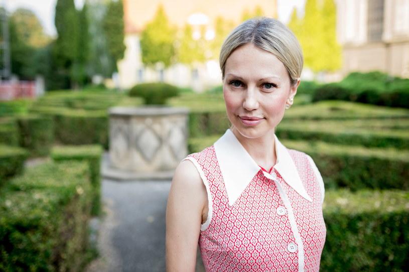 Magdalena Ogórek rozwodzi się ze swoim mężem. Media donoszą, że data pierwszej rozprawy została wyznaczona dopiero na przyszły rok. Opóźnienie ma być spowodowane tym, że mąż nie odbierał sądowej korespondencji.