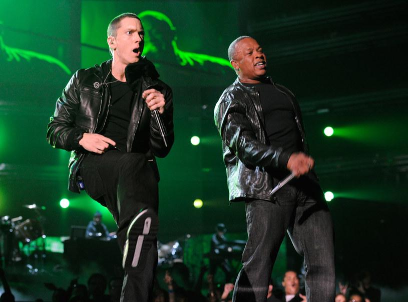 NFL mocno zaskoczyła fanów ogłoszeniem tego, kto wystąpi w przerwie Super Bowl 2022. Organizatorzy zaprosili bowiem aż pięciu wykonawców związanych ze sceną hip hopu. Wielkie widowisko stworzą: Eminem, Kendrick Lamar, Mary J. Blige, Dr. Dre oraz Snoop Dogg.