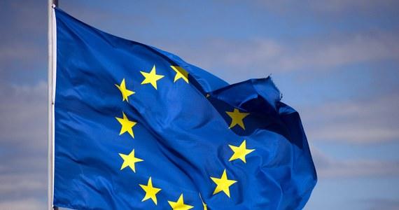 """Aż połowa Polaków obawia się, że PiS może doprowadzić do polexitu. A blisko 90 proc. wcale nie chce wychodzić z Unii Europejskiej - wynika z sondażu Ipsos przeprowadzonego na zlecenie OKO.press i """"Gazety Wyborczej""""."""