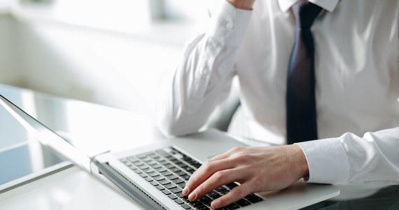 """Rejestrowane doręczenia elektroniczne mają zdominować korespondencję w życiu publicznym i kontaktach z urzędami - pisze wtorkowa """"Rz"""". """"5 października weszła w życie lwia część ustawy o doręczeniach elektronicznych, która przewiduje cyfryzację korespondencji napływającej z urzędów, ale jej wdrożenie rozłożone jest na kilka lat"""" - czytamy"""