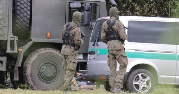 W poniedziałek strażnicy graniczni odnotowali 590 prób nielegalnego przekroczenia granicy z Białorusi do Polski. Zatrzymali 34 Irakijczyków i jednego obywatela Konga - poinformowała straż graniczna.
