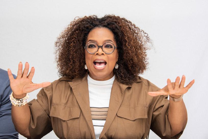 """Oprah Winfrey słynie z tego, że potrafi nakłonić do zwierzeń niemal każdego rozmówcę. Sama jednak otwiera się rzadko. Z rozmowy, jaką właśnie odbyła, goszcząc w programie Hody Kotb """"Making Space"""", wynika, że przyjaźni się jedynie z trzema osobami. Są to Maria Shriver, Gayle King i Bob Greene."""