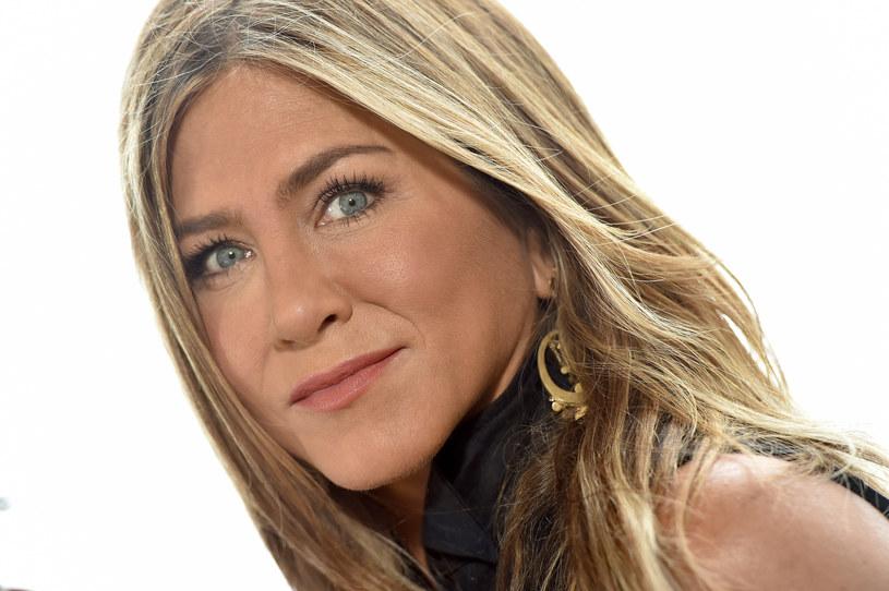 """Peter Chelsom, reżyser słynnej komedii romantycznej """"Igraszki losu"""" z 2001 roku, ujawnił, że początkowo główną rolę żeńską chciał powierzyć Jennifer Aniston. Aktorka nie wykazała jednak zainteresowania propozycją, gdyż była pochłonięta graniem w serialu """"Przyjaciele"""". W filmie wystąpiła finalnie Kate Beckinsale, która za swoją kreację została nominowana do nagrody Saturna."""
