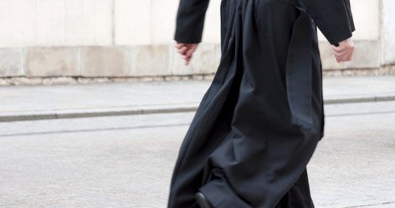 Conajmniej 216 000 dzieci było ofiarami wykorzystywania przez członków duchowieństwa katolickiego we Francji od 1950 roku – ujawnił Jean-Marc Sauvé, stojący na czele Komisji ds. nadużyć seksualnych w Kościele. Dziś opublikowano raport  szeroko zakrojonego śledztwa ws. pedofilii we francuskim Kościele katolickim.