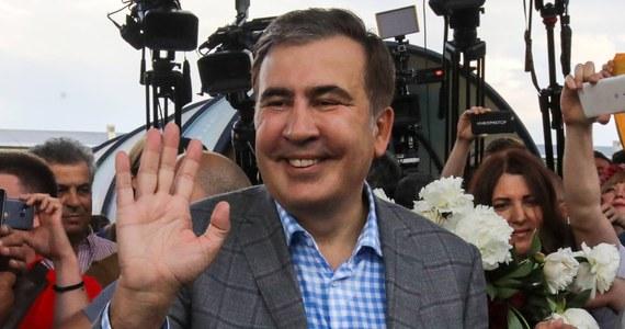 """Były prezydent Gruzji Micheil Saakaszwili opublikował na Facebooku apel do prezydenta Ukrainy Wołodymyra Zełenskiego. Napisał w nim, że jest """"osobistym więźniem Putina"""". W innym oświadczeniu, skierowanym do władz Gruzji oraz Gruzinów, napisał, że będzie kontynuował strajk głodowy, dopóki nie zostanie wypuszczony na wolność."""