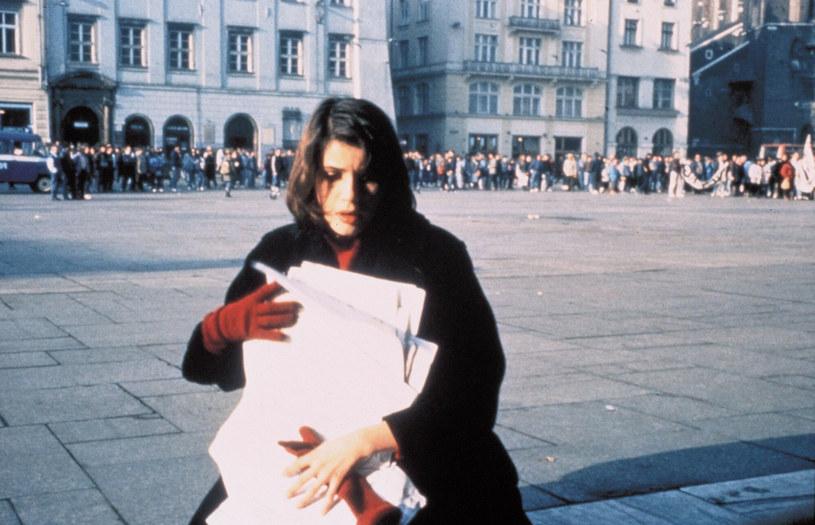 """30 lat temu na ekrany polskich kin wszedł jeden z najbardziej znanych filmów Krzysztofa Kieślowskiego """"Podwójne życie Weroniki"""". Produkcja walczyła o Złotą Palmę na festiwalu w Cannes i otrzymała nominację do Złotych Globów w kategorii """"najlepszy film zagraniczny"""","""