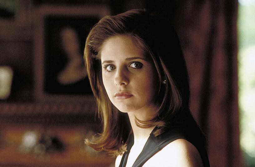 """Platforma streamingowa IMDb TV należąca do Amazonu rozpoczęła pracę nad serialową wersją filmowego hitu z 1999 roku pt. """"Szkoła uwodzenia"""". Zlokalizowana w Waszyngtonie produkcja będzie wspólnym przedsięwzięciem Amazon Studios, Sony Pictures Television oraz Original Film. Scenariusz serialu napiszą Phoebe Fisher (""""Assassination Nation"""") i Sara Goodman ("""" Kaznodziej""""). O ile zostanie on zamówiony w całości, obecnie powstaje jedynie scenariusz pilotowego odcinka."""