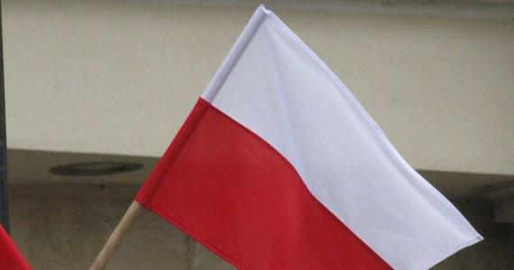 Uporządkowanie stanu prawnego dotyczącego wykorzystywania symboli państwowych - flagi i godła RP, a także modyfikację tekstu hymnu Polski - zakłada przygotowany przez MKDNiS projekt ustawy, który we wtorek opublikowano na stronach Rządowego Centrum Legislacji.