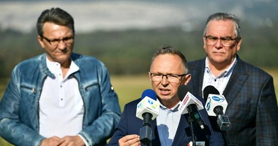 """""""Oczekujemy od rządu podjęcia rozmów ze stroną społeczną w sprawie dalszego funkcjonowania kopalni i elektrowni Turów oraz jak najszybszego rozwiązania konfliktu ze stroną czeską"""" - apelowali dziś związkowcy branży energetycznej. Zwracali uwagę, że w tej sprawie powinni liczyć się przede wszystkim ludzie."""