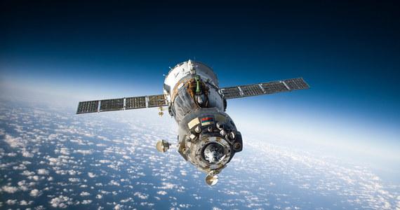 Statek kosmiczny Sojuz MS-19, na pokładzie którego znajdują się kosmonauta Anton Szkaplerow, aktorka Julia Peresild i reżyser Klim Szypienko, zadokował we wtorek o godz. 14.26 na Międzynarodowej Stacji Kosmicznej (ISS).