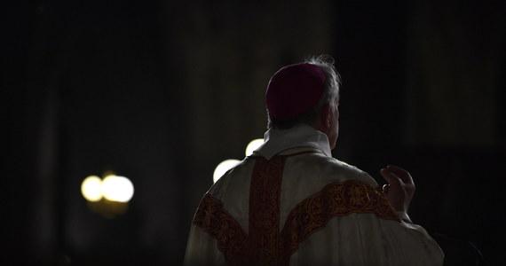 """""""Byliśmy świadomi, że istnieje rozdźwięk między liczbą ofiar napaści seksualnych popełnianych przez księży lub zakonników, o których wiemy, a rzeczywistością, ale nie wyobrażaliśmy sobie, że będzie tak duży"""" - powiedział przewodniczący Konferencji Episkopatu Francji arcybiskup Eric de Moulins-Beaufort."""