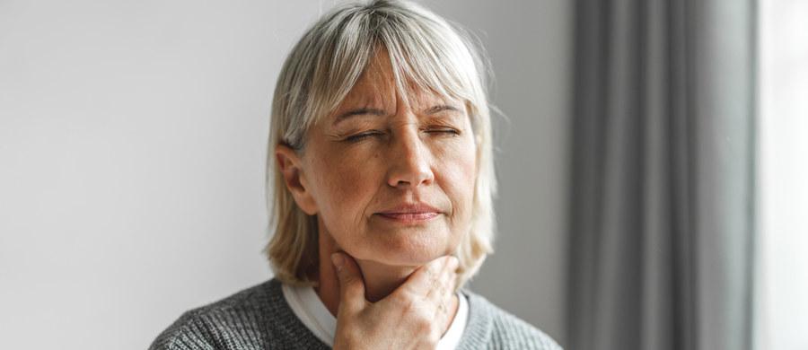 Zapalenie krtani to powszechna dolegliwość, która może być wywołana wieloma różnymi czynnikami. Nie należy jej ignorować, gdyż w wielu przypadkach może okazać się niebezpieczna. Ważne jest, aby udać się do specjalisty, który podejmie decyzję o przebiegu leczenia.