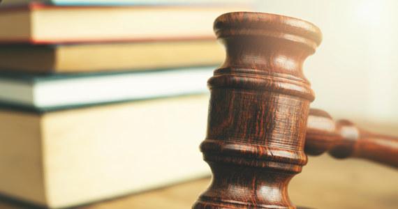 Przeniesienie sędziego bez jego zgody do innego sądu lub między dwoma wydziałami tego samego sądu może naruszać zasady nieusuwalności i niezawisłości sędziów - orzekł dziś Trybunał Sprawiedliwości Unii Europejskiej. Wyrok dotyczy pytań prejudycjalnych skierowanych do TSUE przez Sąd Najwyższy RP.