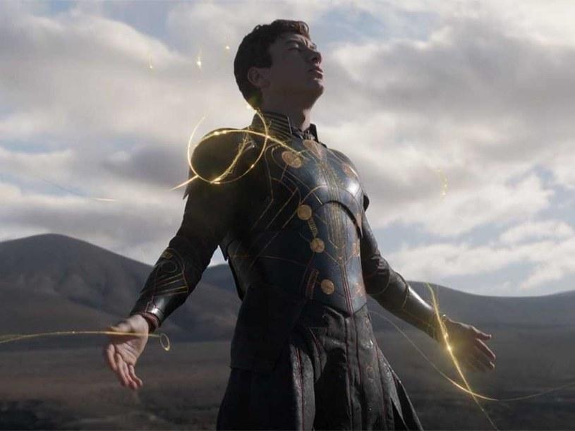 """Znamy już datę światowej premiery najnowszego filmu studiów Marvela i Disneya - """"Eternals"""". Wyreżyserowany przez Chloe Zhao (""""Nomadland"""") obraz zadebiutuje wcześniej, niż się spodziewano, bo już 24 października. Będzie filmem zamknięcia Festiwalu Filmowego w Rzymie."""