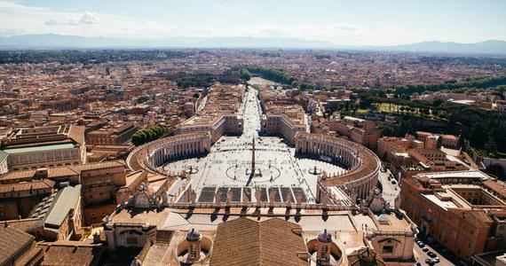 Trybunał w Watykanie uniewinnił w środę dwóch duchownych w procesie w sprawie nadużyć seksualnych w Preseminarium św. Piusa X. Watykańscy sędziowie uznali, że zarzucane im czyny nie podlegają karze, niektóre uległy przedawnieniu, a w przypadku innych zostali oczyszczeni z zarzutów.