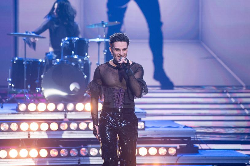 """W piątym, specjalnym włoskim odcinku show """"Twoja Twarz Brzmi Znajomo"""", Chris Cugowski wcielił się w postać Damiano Davida z rockowego zespołu Måneskin i wykonał utwór """"Zitti e Buoni""""!"""