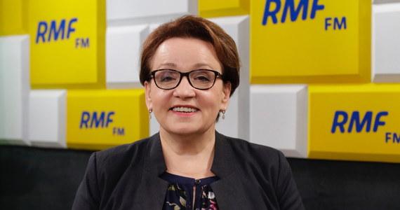"""""""Nie można zamknąć kopalni. Kopalni nie zamyka się z dnia na dzień. Nie tylko dlatego, że jest ogromny problem z bezpieczeństwem energetycznym. Jeżeli nie możemy zamknąć kopalni, to nie możemy płacić kary. Jest to kara za to, że nie możemy zamknąć kopalni"""" - powiedziała w Popołudniowej rozmowie w RMF FM Anna Zalewska, eurodeputowana Prawa i Sprawiedliwości, była minister edukacji."""