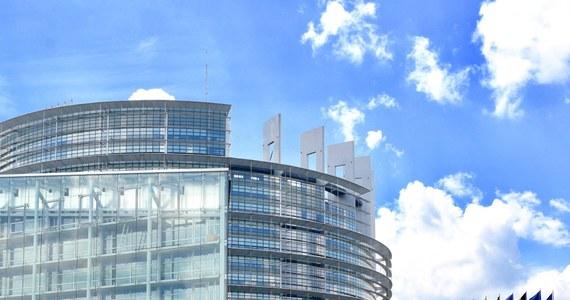 Ogromna większość Parlamentu Europejskiego wsparła Komisję Europejską, która uzależnia akceptację krajowych Planów Odbudowy od kwestii praworządności. W Parlamencie Europejskim zakończyła się debata w sprawie Planów Odbudowy Polski i Węgier, które wciąż jeszcze nie zostały zaakceptowane przez Komisję Europejską.