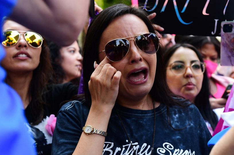Mimo że ubezwłasnowolnienie, które w 2008 roku zostało na Britney Spears nałożone przez sąd, jeszcze nie zostało zniesione, gwiazda pop już zaczyna rozliczać się z przeszłością. W najnowszym poście na Instagramie stwierdziła, że winę za zło, które wyrządzono jej w ciągu 13 lat kurateli, ponosi nie tylko znienawidzony przez nią ojciec Jamie Spears, ale też przyjaciół i rodzinę, bo nie zrobili nic, by przerwać jej cierpienia.