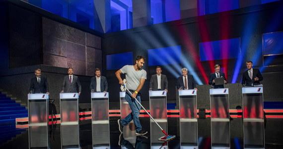 Kandydaci 22 partii i koalicji startują w rozpoczynających się wyborach do Izby Poselskiej czeskiego parlamentu. Według ekspertów tylko trzech liderów ma szansę objąć stanowisko premiera po wyborach. To obecny szef rządu Andrej Babisz oraz Petr Fiala i Ivan Bartosz.