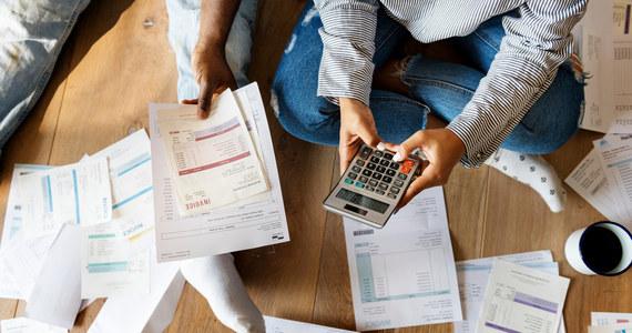 Rata przeciętnego kredytu hipotecznego może wzrosnąć o średnio 250 zł, jeśli stopy procentowe wrócą do poziomu sprzed pandemii koronawirusa. Wczoraj Rada Polityki Pieniężnej zarządziła podwyżkę stóp procentowych, ale wiele wskazuje na to, że to dopiero początek cyklu.