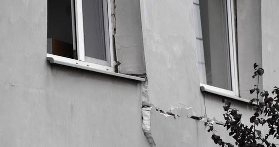 Najpewniej rozszczelnienie butli z gazem było przyczyną wybuchu, do którego doszło w domu jednorodzinnym w Inowrocławiu, w woj. kujawsko-pomorskim. Na szczęście właścicielowi budynku udało się z niego wydostać, jeszcze przed przyjazdem strażaków. Dom jest poważnie uszkodzony.