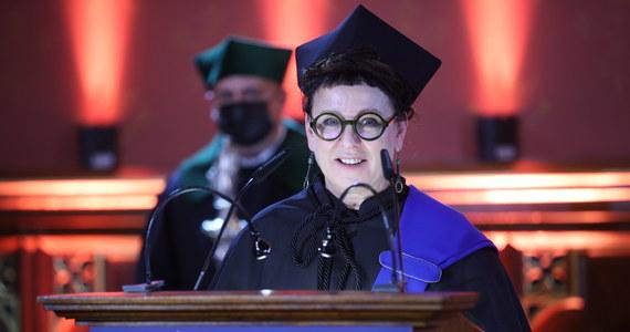 Laureatka literackiej nagrody Nobla w dziedzinie literatury Olga Tokarczuk odebrała tytuł doktora honoris causa Uniwersytetu Jagiellońskiego w Krakowie. To 11. kobieta, która otrzymała tę godność w ponad dwusetnej tradycji nadawania jej przez uczelnię.