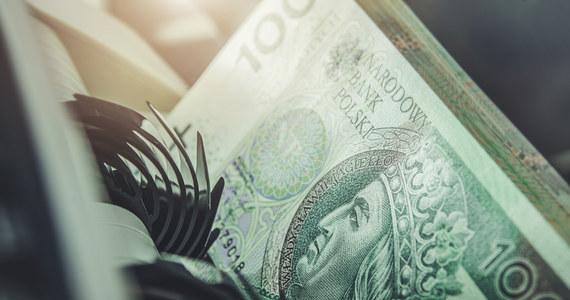 """""""Wczoraj Rada Polityki Pieniężnej podniosła stopy procentowe ku pewnemu zaskoczeniu rynku. Chcieliśmy, aby tak się to odbyło. Rynek przewidywał podwyżkę o 15 pkt. bazowych, a my podnieśliśmy o 40, prawie trzykrotnie więcej – i też chcieliśmy, aby tak się to odbyło"""" – powiedział prezes Narodowego Banku Polskiego Adam Glapiński."""