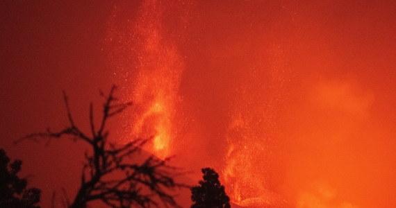 W sprzedaży internetowej pojawiły się paczki z popiołem z aktywnego od września wulkanu Cumbre Vieja na kanaryjskiej wyspie La Palma. Hiszpańskie służby medyczne przestrzegają przed otwieraniem torebek z czarnym granulatem, a naukowcy wskazują na zagrożenie dla zdrowia publicznego.