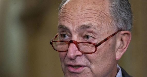 Przywódcy Demokratów i Republikanów w Senacie USA uzgodnili tymczasowe podniesienie limitu zadłużenia państwa do grudnia. Pozwoli to uniknąć jego technicznej niewypłacalności - poinformował przywódca demokratycznej większości Chuck Schumer.