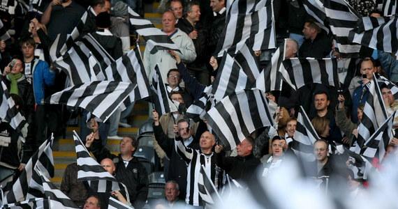 Newcastle United prawdopodobnie stanie się jednym z najbogatszych klubów na świecie. Zespół, który w angielskiej ekstraklasie zajmuje aktualnie 19. miejsce, został przejęty przez fundusz inwestycyjny Public Investment Fund (PIF) z siedzibą w Arabii Saudyjskiej. PIF podlega księciu koronnemu Mohammedowi bin Salmanowi, który oskarżany jest m.in. o to, że zlecił zabójstwo dziennikarza Dżamala Chaszukdżiego.