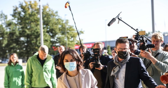 Przedstawiciele SPD, Zielonych i FDP spotkali się w czwartek w Berlinie na pierwszej trójstronnej dyskusji dotyczącej ewentualnego utworzenia koalicji rządowej. Po spotkaniu politycy wyrażali zadowolenie z jego przebiegu, ale nie ujawniono żadnych szczegółów.